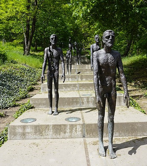 800px-Memorial_to_the_victims_of_Communism,_Prague_1